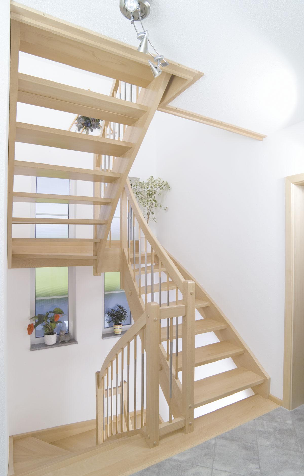 Eingestemmte Podest Holztreppe